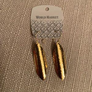Gold feather like earrings